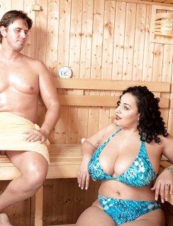 Секс с толстой бабой в сауне