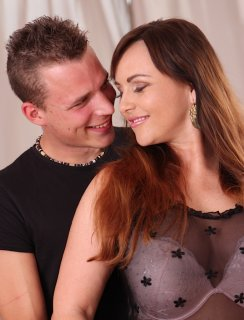 Секс полноватой мамки и молодого самца