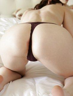 Три лесби красиво занимаются сексом в постели