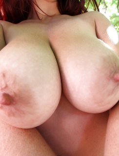 Большие сиськи рыжей девушки