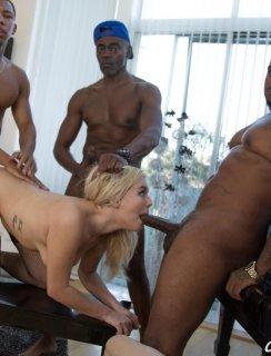 Муж смотри как три негра жарят белую жопу жены