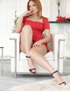 Красавица Eva Berger натирает свой клитор