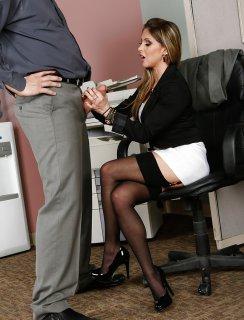 Секретарша с толстым хуем во рту