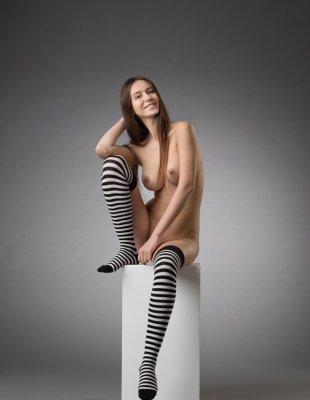 Арт фото красивой девушки с большим бюстом