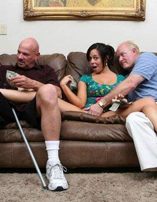 Два старпёра трахают молодую прошмандовку