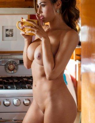 Домохозяйка с большими сиськами