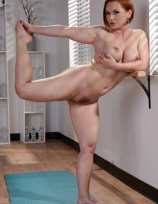 Рыжая порнозвезда с большой жопой