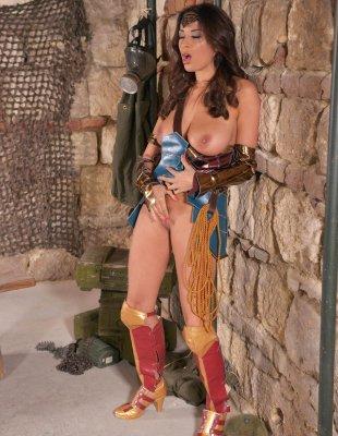 Порно фото чудо женщина в костюме