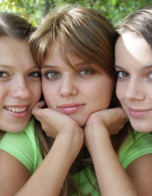 Частное фото трех 18 летних подруг